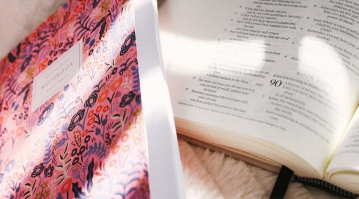 El método de estudio bíblicoA-E-I-O-U