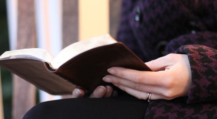 Abrazando la feminidad bíblica en una sociedadfeminista