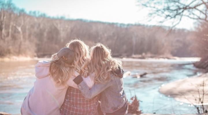 La importancia de tener buenas amigas dentro de la comunidadcristiana